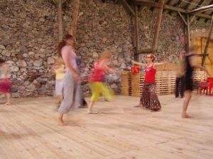 Po medytacjach czas na taniec - dziś tańczymy ogień...